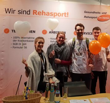 Studenten am Messestand Rehasport auf der TheraPro 2019