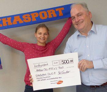 Spendenaktion 2019 vom Team Rehasport und seine Partner hier GF Stephan Teuber und Sarah Eller mit einem der 3 Spendenschecks