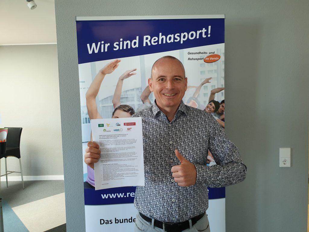 RehasportZuhause - Winfried Möck mit der Bestätigung von den Krankenkassen